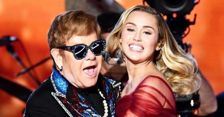Les robes de Miley Cyrus et Lady Gaga volent la vedette sur le tapis rouge des Grammys!