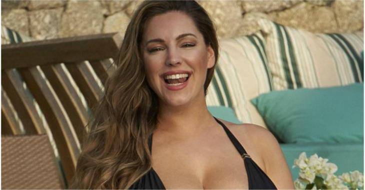 La mannequin Kelly Brook dévoile ses courbes, en posant vêtue d'un très petit bikini!