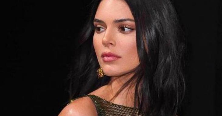 Kendall Jenner enflamme le Web avec sa nouvelle robe transparente sans soutien-gorge