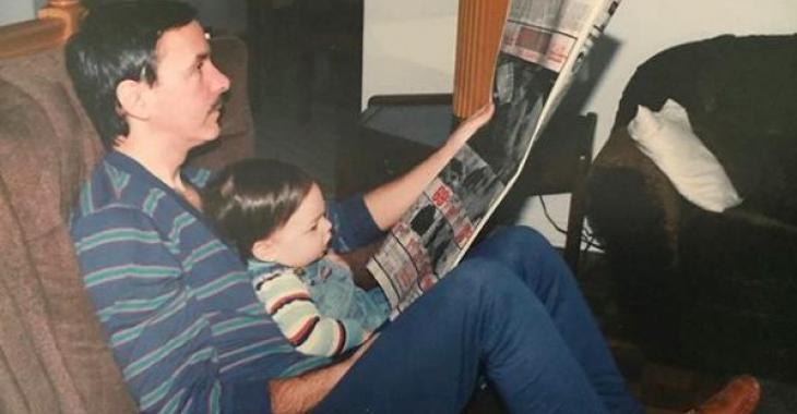 Un journaliste vedette publie la plus adorable des photos d'enfance