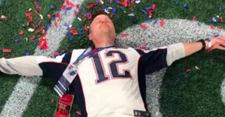 Louis Morissette fait une apparition remarquée à la télé américaine en plein Superbowl