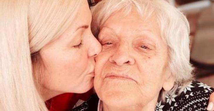 Véronique Cloutier se fait ridiculiser par un internaute suite au décès de sa grand-mère
