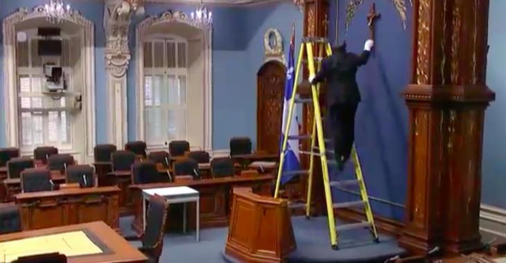 DERNIÈRE HEURE: Le crucifix a officiellement été retiré du Salon bleu de l'Assemblée nationale