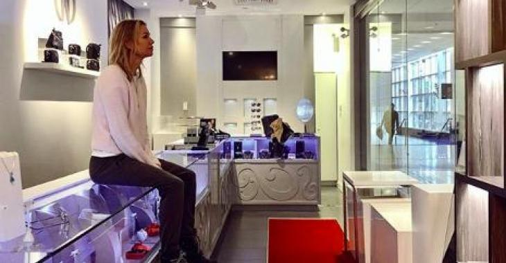 DERNIÈRE HEURE: Caroline Néron ferme officiellement ses magasins et envoie un message à ses employés