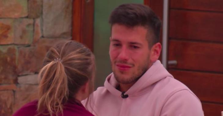 À VOIR: En pleurs, Mathieu avoue qu'il vit mal avec le fait que Claudie soit aussi exhibitionniste
