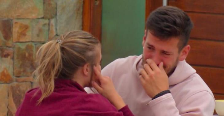 OD: Mathieu fond en larmes en disant à Claudie qu'il n'est pas à l'aise avec ses photos exhibitionnistes