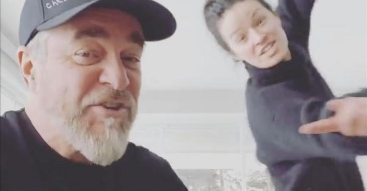 Sylvain Cossette répond à Legault en modifiant une de ses chansons pour dire aux gens de rester à la maison