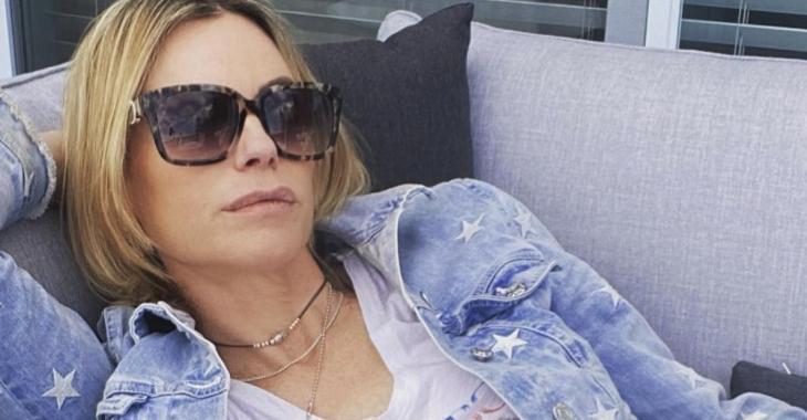 Caroline Néron profite du soleil pour faire du yoga en maillot et le Web s'enflamme