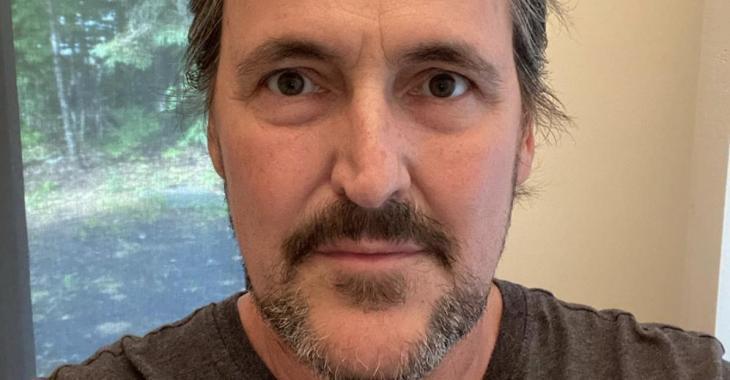 Guy A. Lepage s'emporte sur Twitter après qu'un internaute ait menacé sa femme «Je suis sans mot»