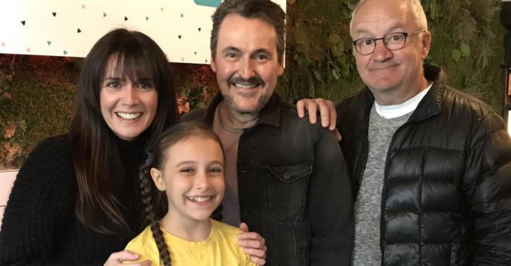 Mélissa Désormeaux-Poulin, Guy A. Lepage et leur famille rayonnent sur une magnifique photo de vacances