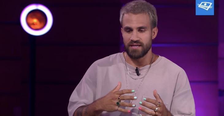 Jay Du Temple inspire de jeunes garçons à porter du vernis à ongles