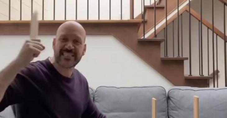 Martin Matte perd patience en essayant de monter un meuble IKEA et c'est à mourir de rire