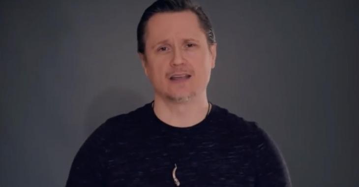 Simon-Olivier Fecteau publie une vidéo pour se payer la tête des conspirationnistes